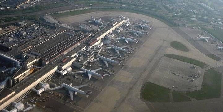 Greve no aeroporto internacional de Londres