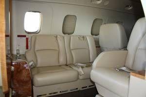 Assentos na parte dianteira da aeronave