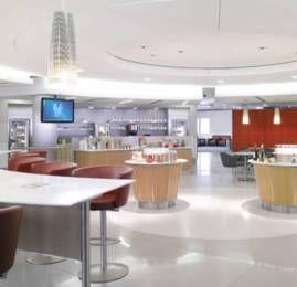 """Promoção do Passageiro de Primeira: Concorra à 3 entradas para qualquer lounge da American Airlines no mundo – O """"Admirals Club"""""""