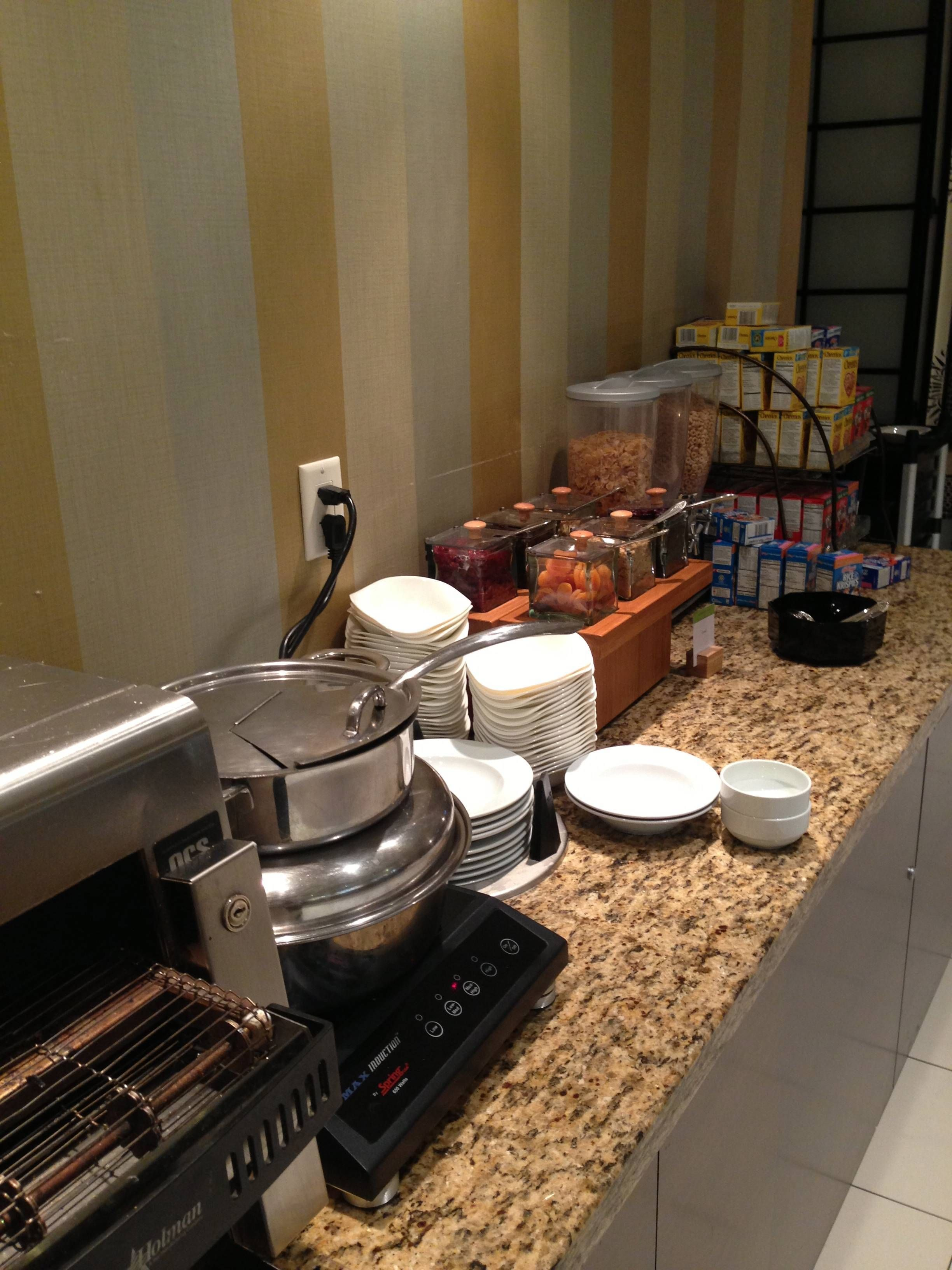 Breakfast DoubleTree Guest Suites
