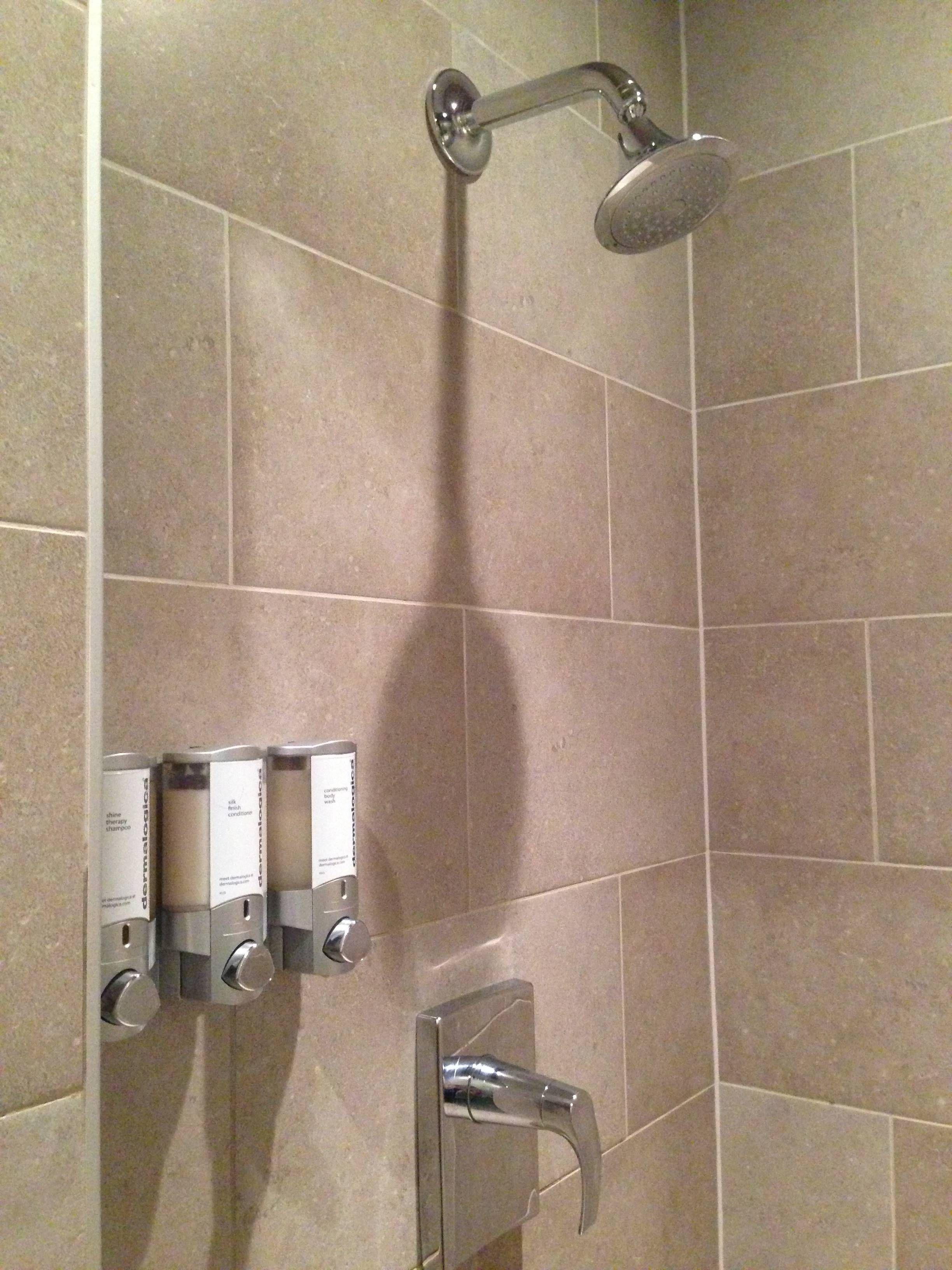 Chuveiro Shower Room Chicago Admirals