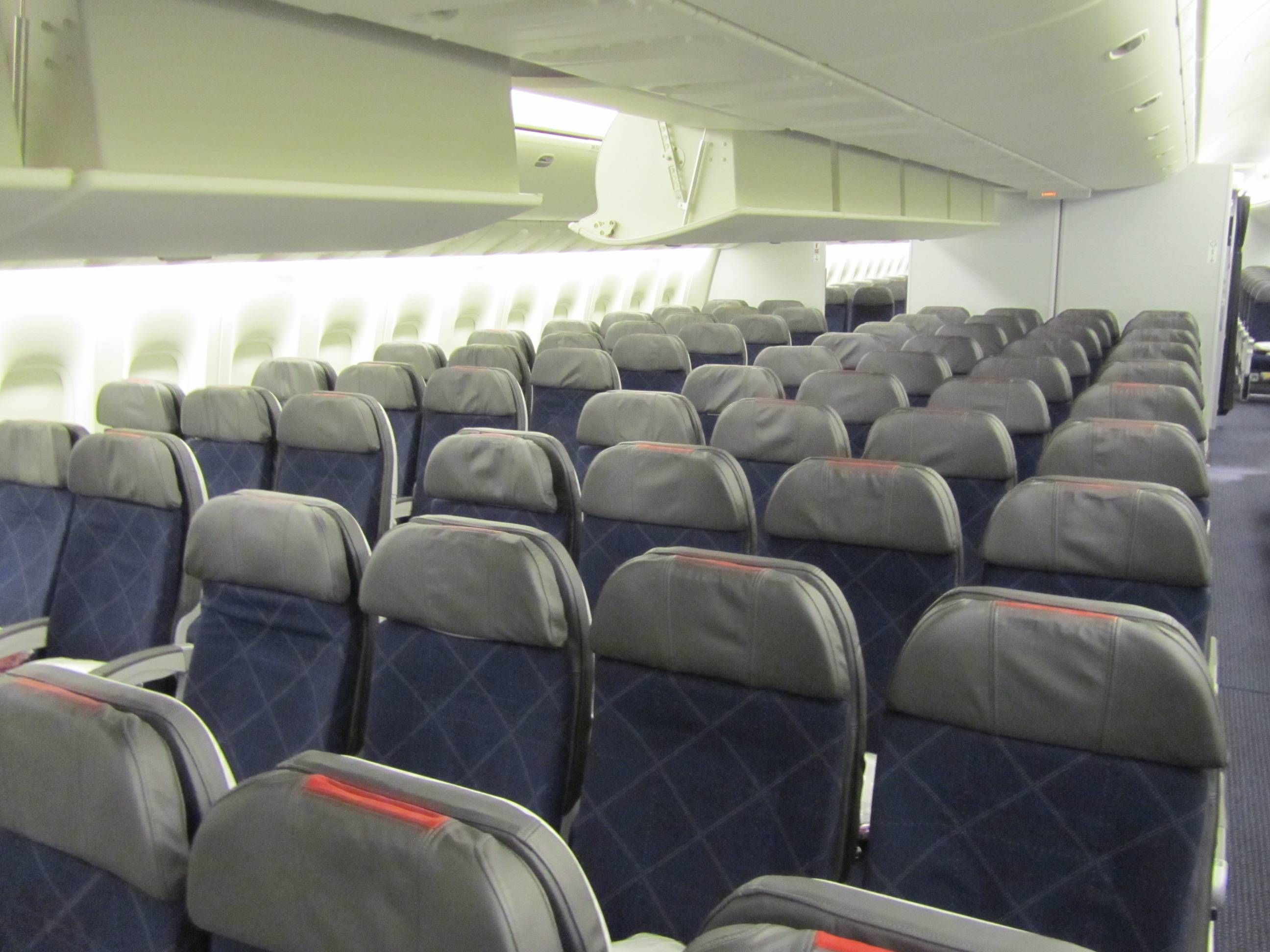 American Airlines Boeing 777-300ER Economy Class Economica