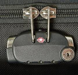 Pergunta da semana: Você tranca sua mala em hotéis?