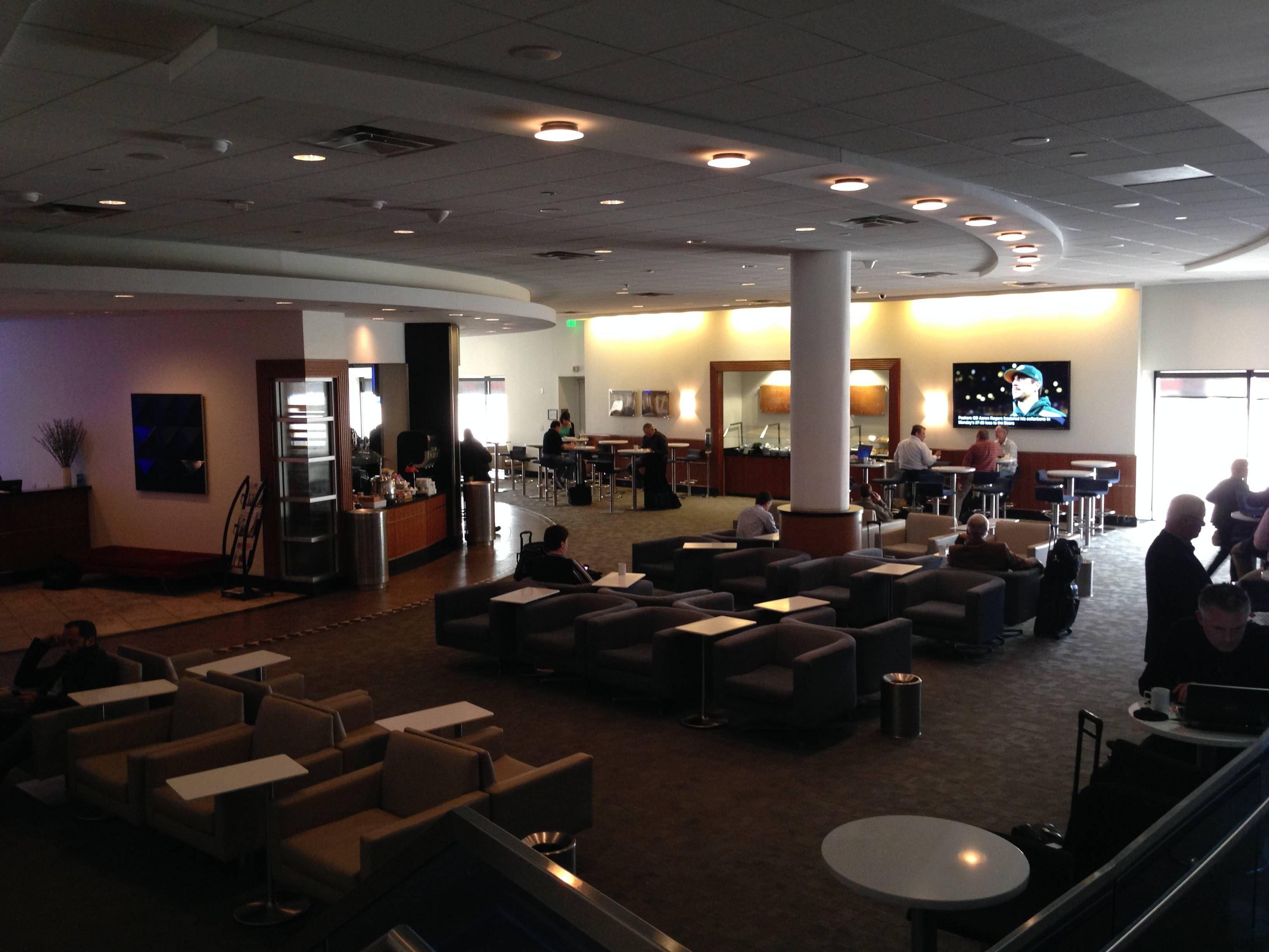 sala vip delta sky club no aeroporto de atlanta atl terminal a passageiro de primeira. Black Bedroom Furniture Sets. Home Design Ideas