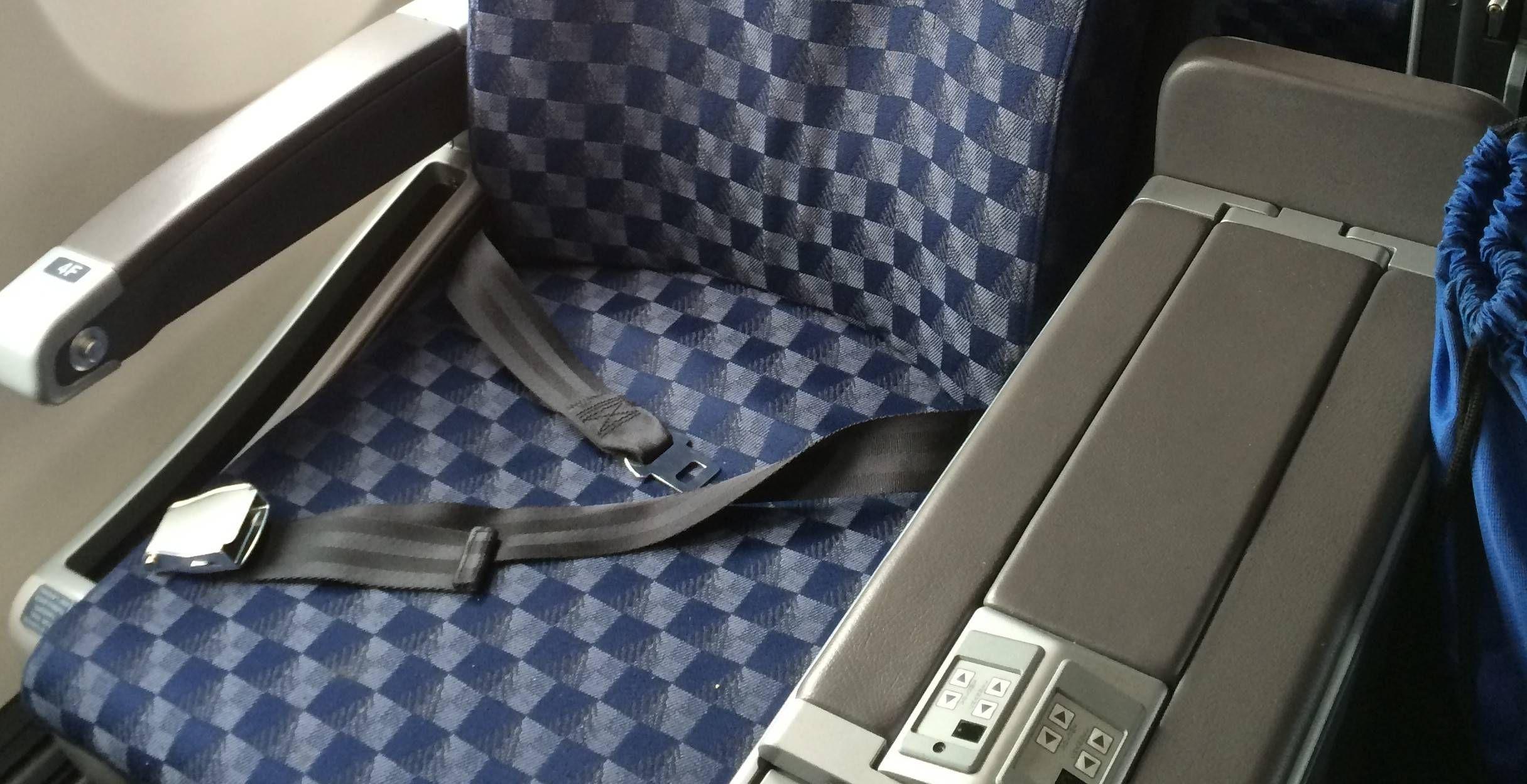 Primeira Classe doméstica no Boeing 737-800 com Sky Interior da American Airlines