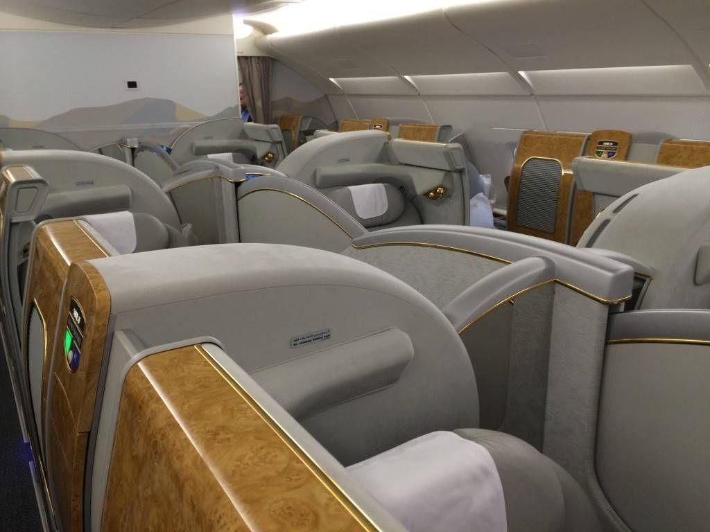 minha era a última do meio mas como tem a divisória com o assento  #8F723C 1024x768 Banheiro De Avião