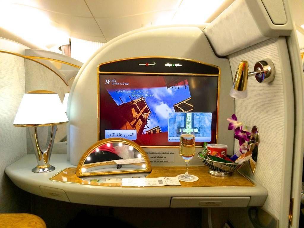 de como funciona o SPA à bordo e agendando quem gostaria de usar  #0E41BD 1024x768 Banheiro De Avião Como Funciona