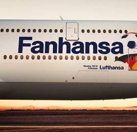 Boeing 747-8 da Lufthansa com logo Fanhansa leva a seleção campeã do mundo de volta para a Alemanha