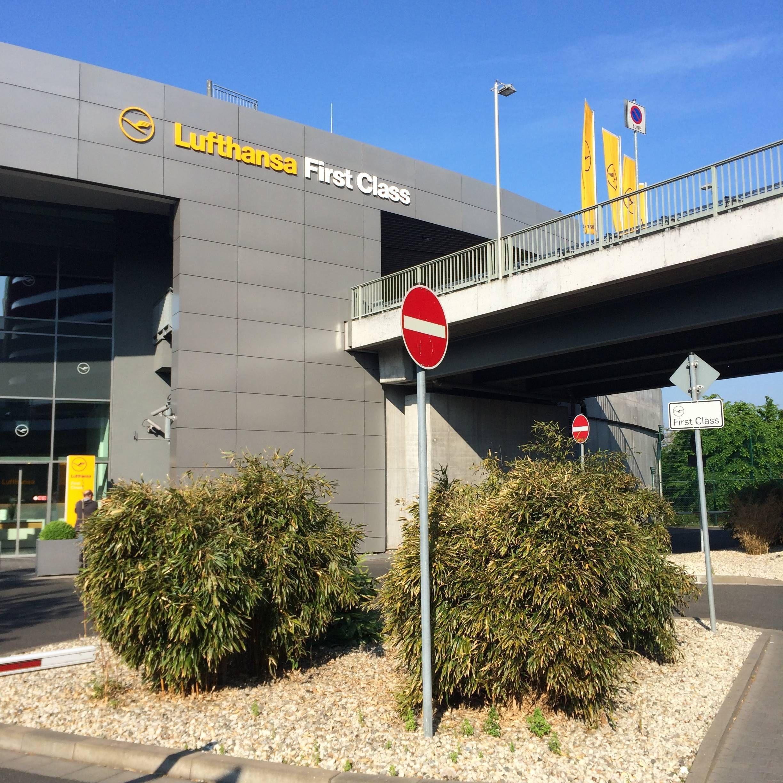 Lufthansa reabrir First Terminal