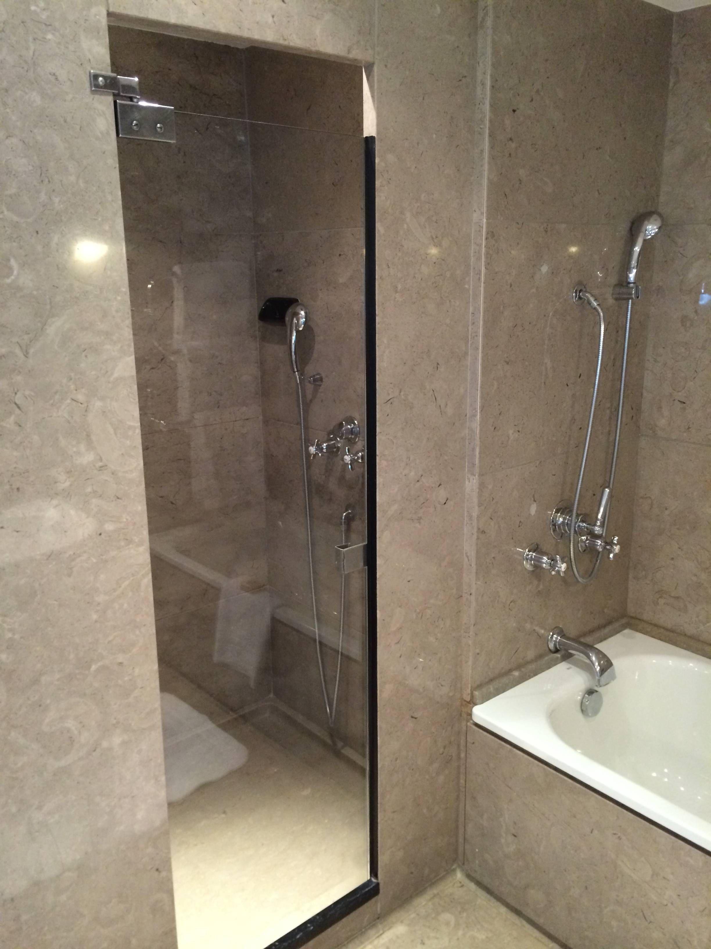 Four Seasons Hotel Ritz Lisbon Passageiro de Primeira #415E8A 2448x3264 Banheiro Com Banheira E Box