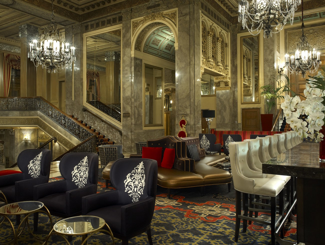 luxurious_lobby_living_room_and_bar