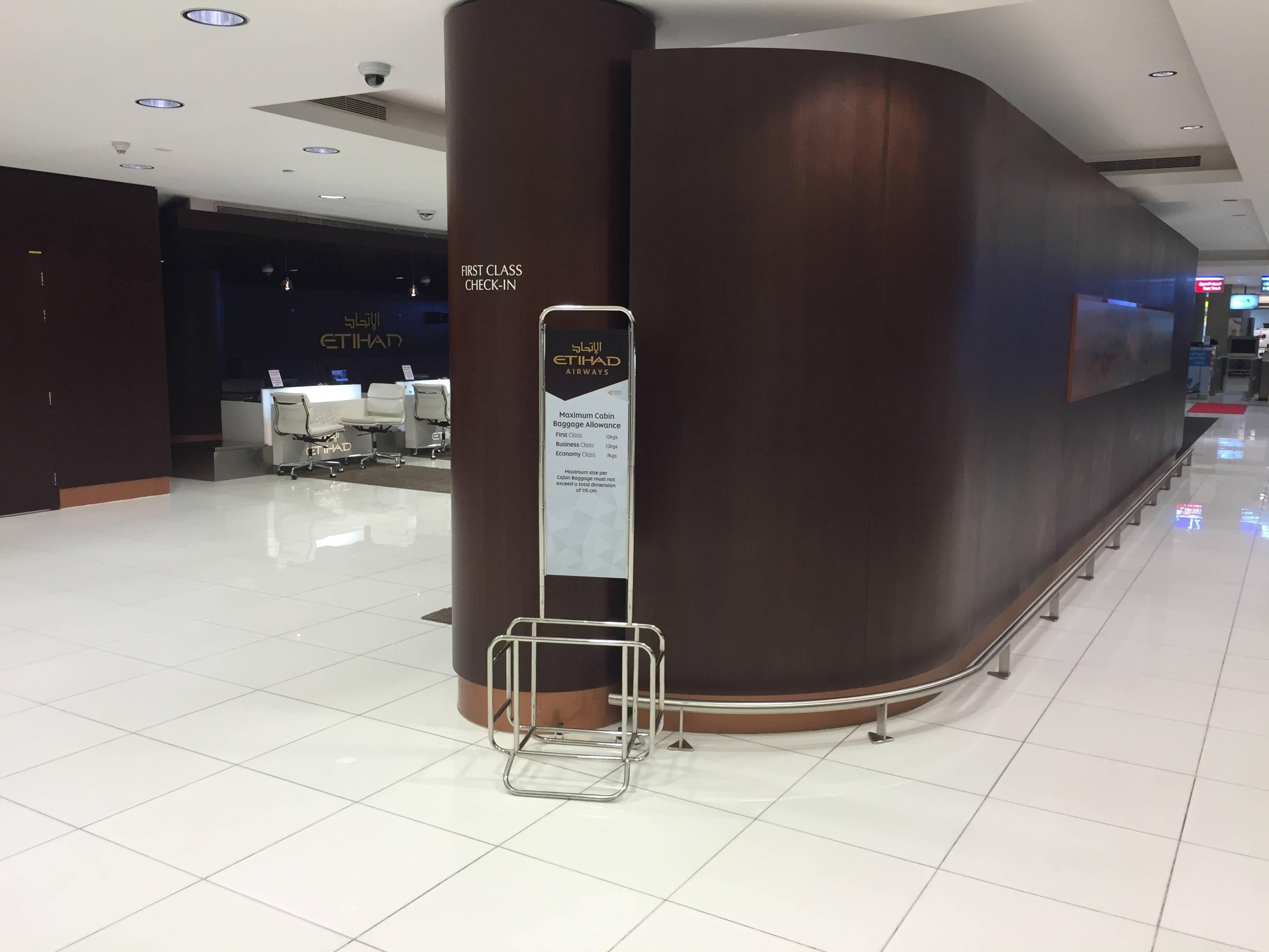 Etihad Premium Check-in Abu Dhabi Passageirodeprimeira6