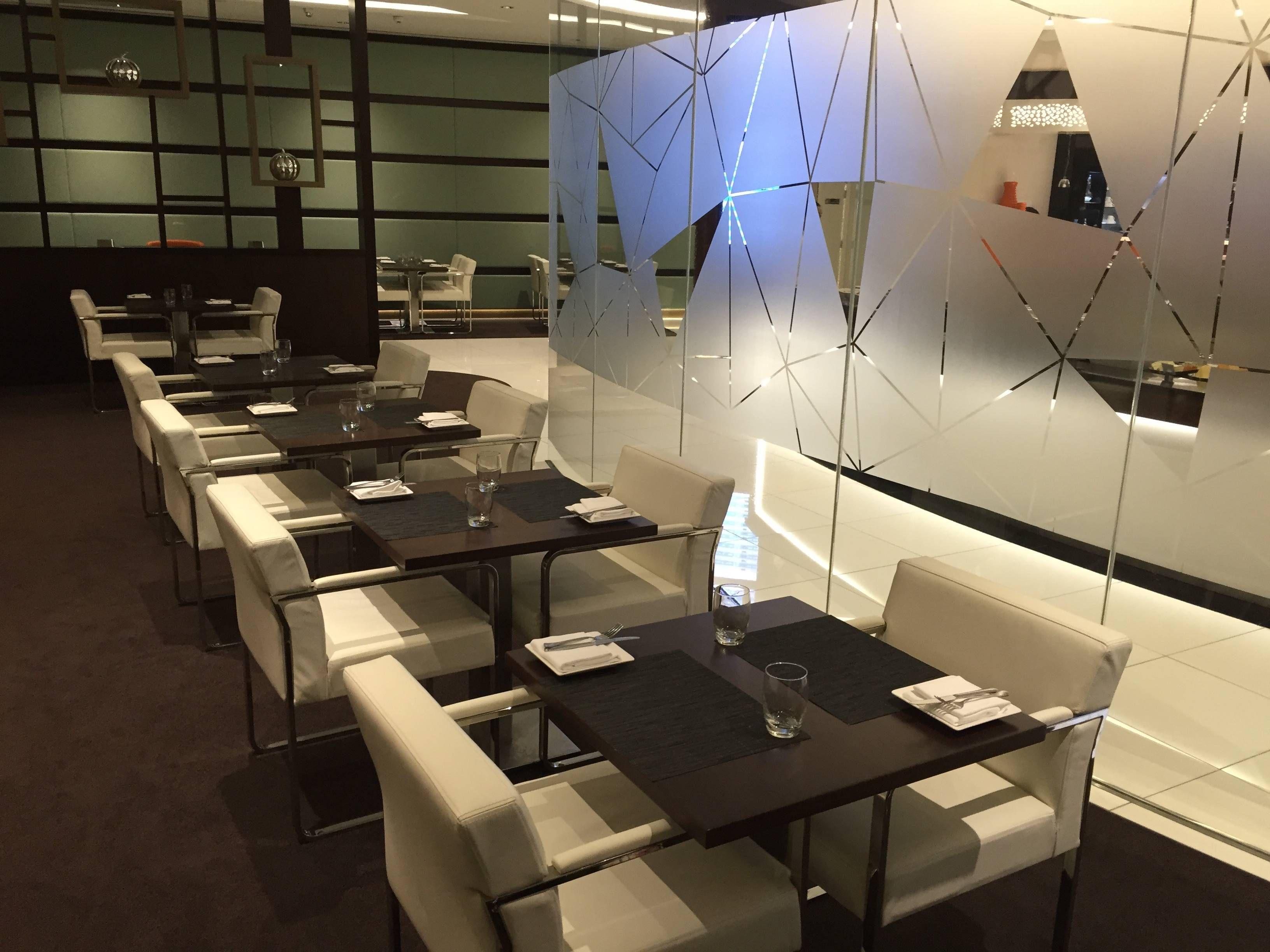 Etihad Premium Lounge Abu Dhabi - Passageiro de Primeira6