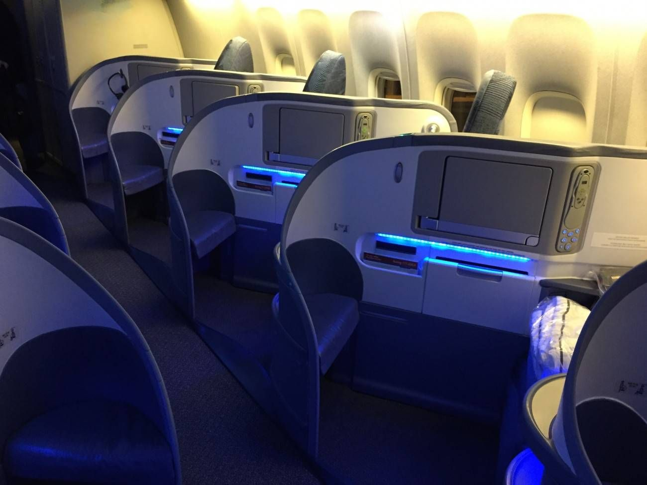 Air Canada B777 Business Class-03