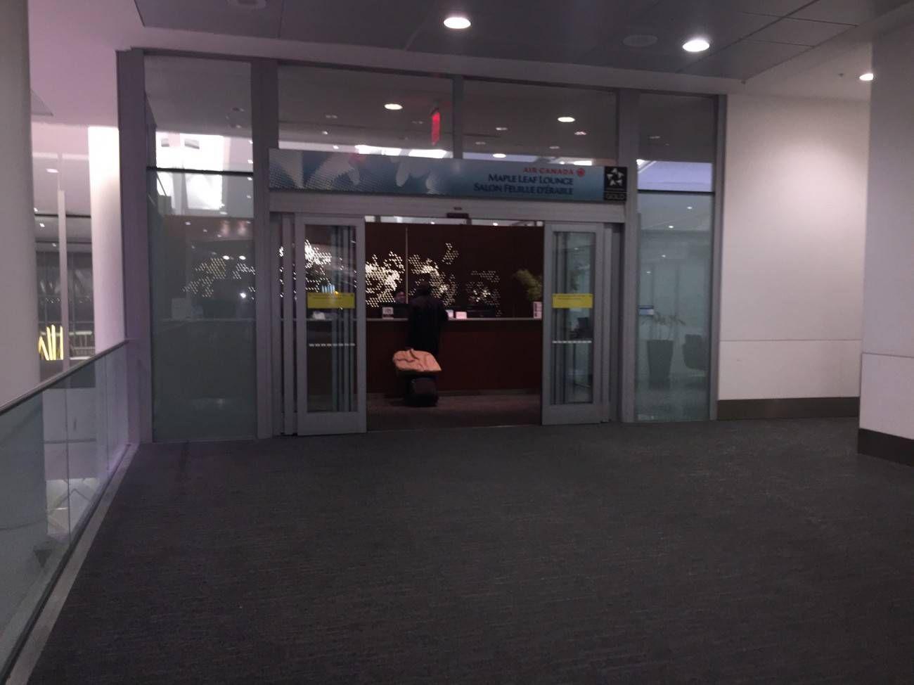 Maple Leaf Lounge Toronto -01