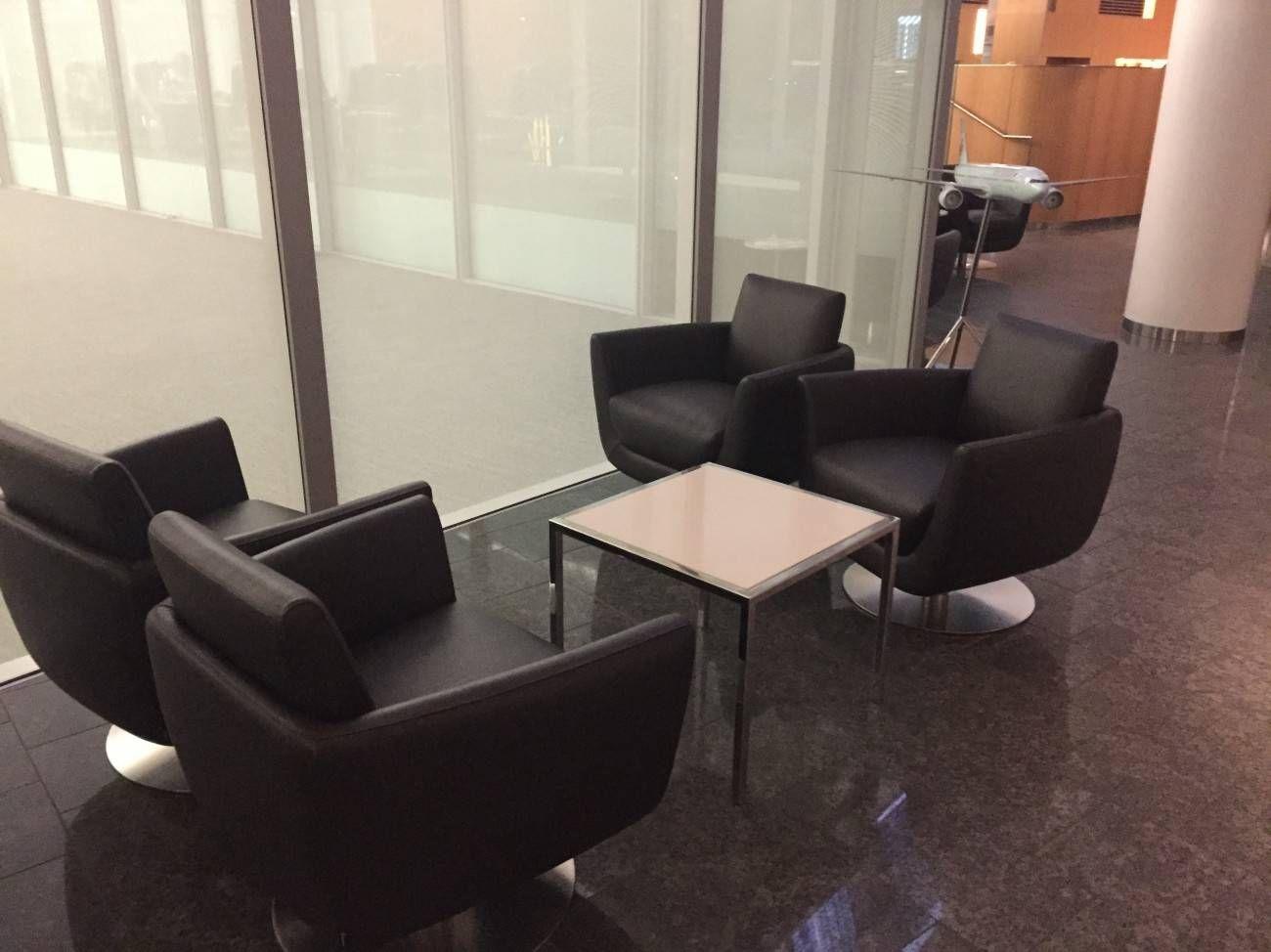 Maple Leaf Lounge Toronto -02