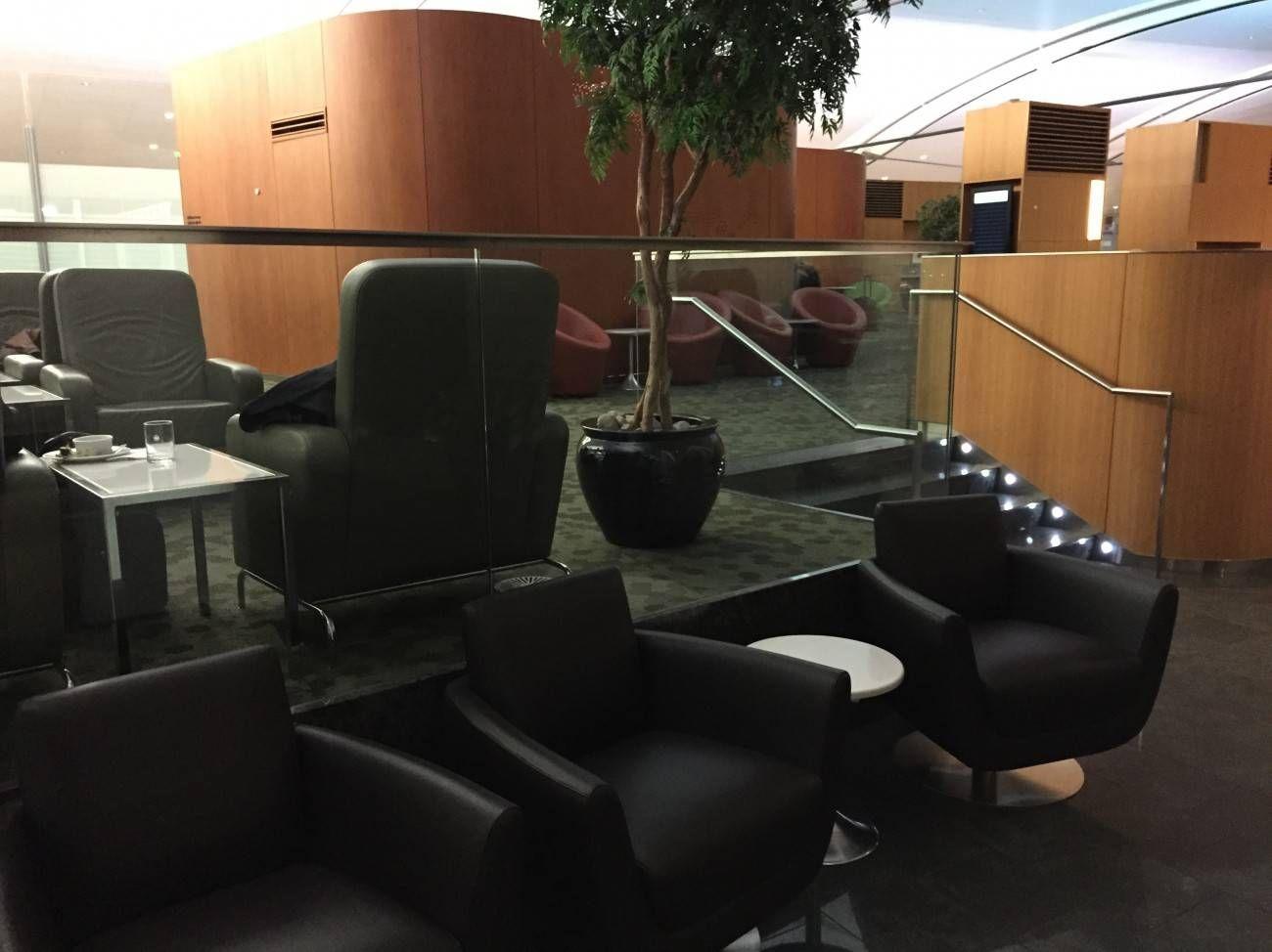 Maple Leaf Lounge Toronto -04
