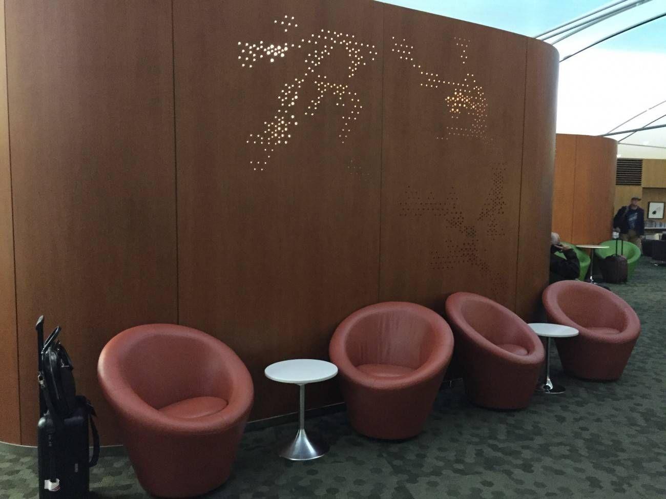 Maple Leaf Lounge Toronto -05
