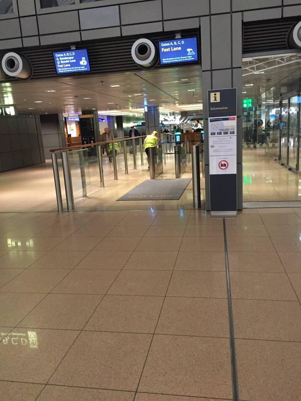 Hamburg Airport Lounge -02
