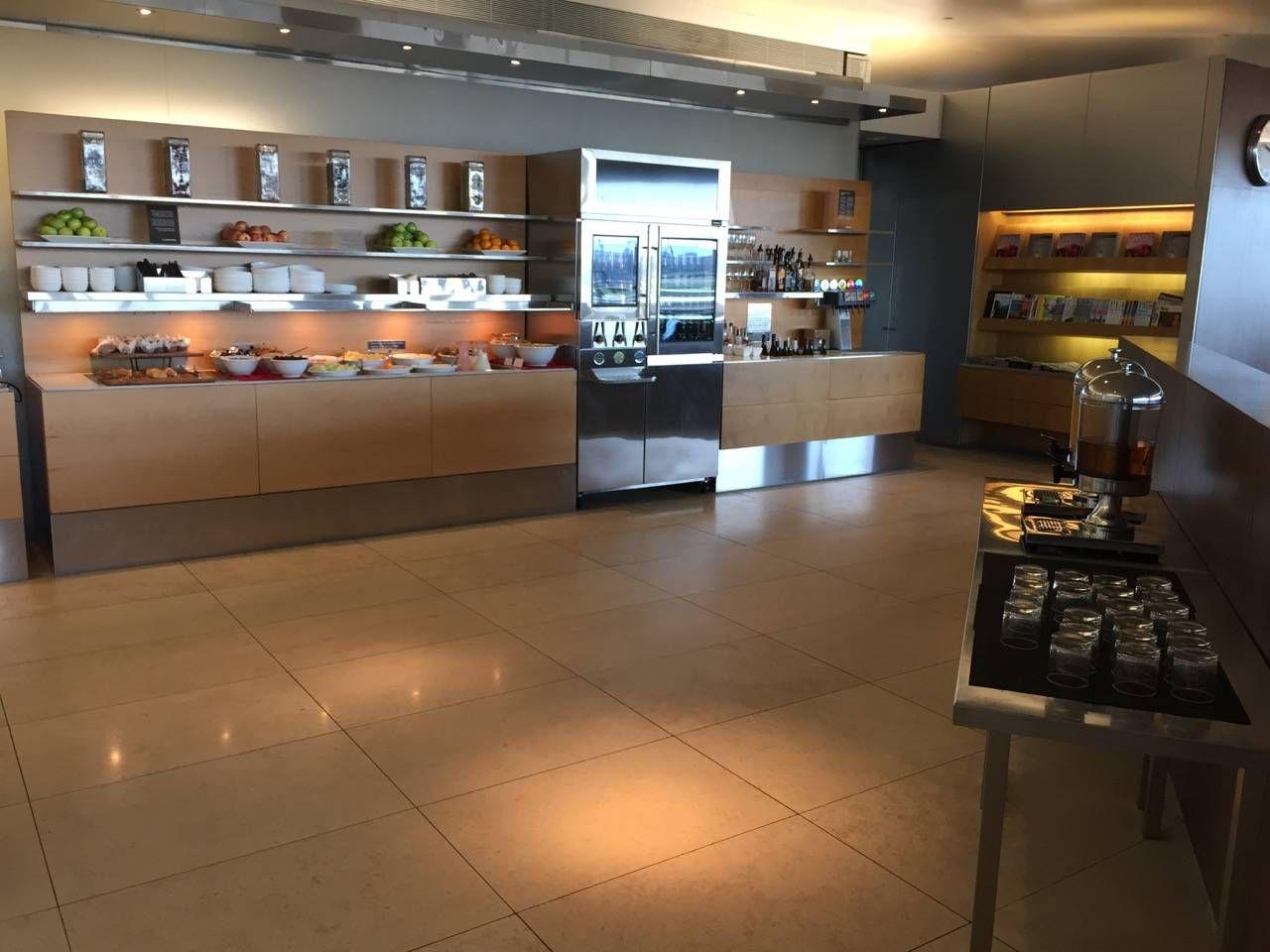 Qantas Business Lounge Sydney -013