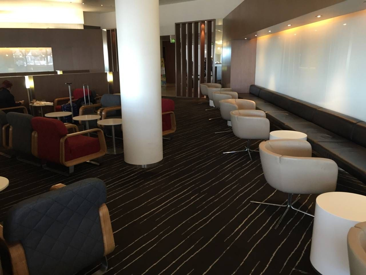 Qantas Business Lounge Sydney -023