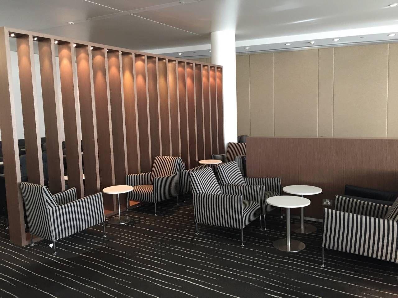 Qantas Business Lounge Sydney -030