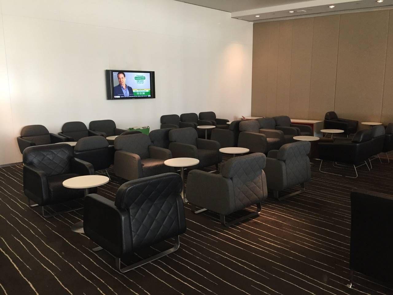Qantas Business Lounge Sydney -05