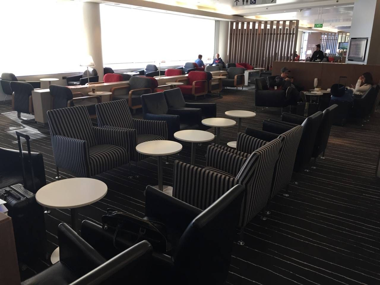 Qantas Business Lounge Sydney -07