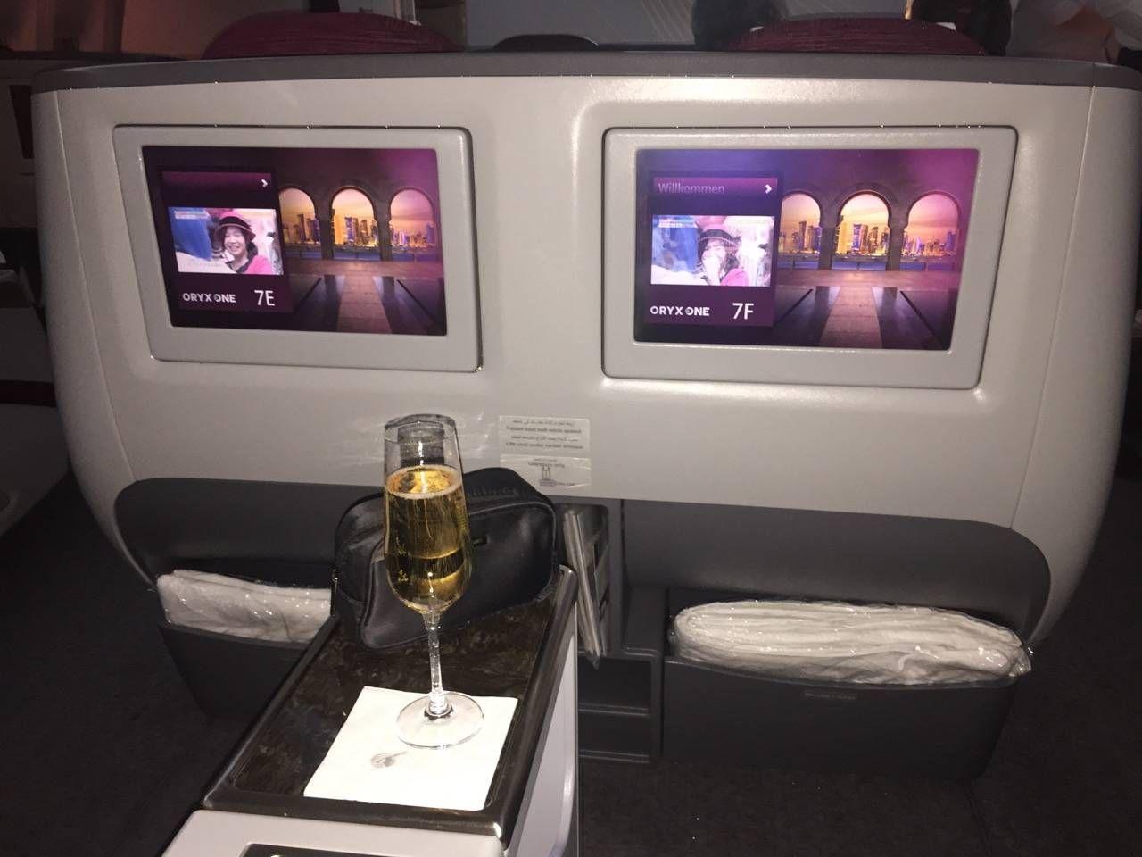 Qatar B777-200LR Business Class-07