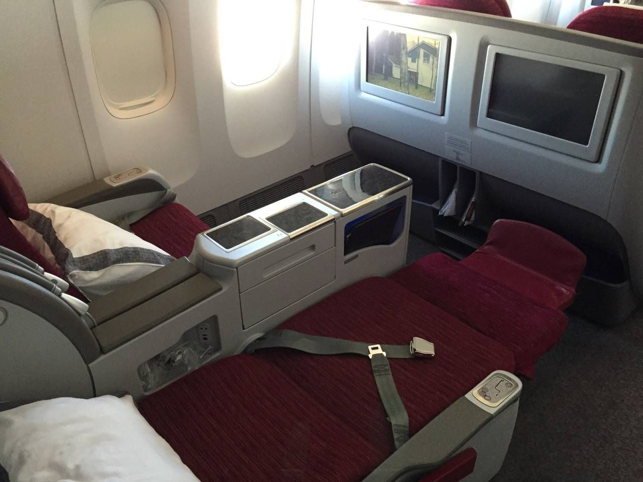 Qatar Business B777-300ER -025