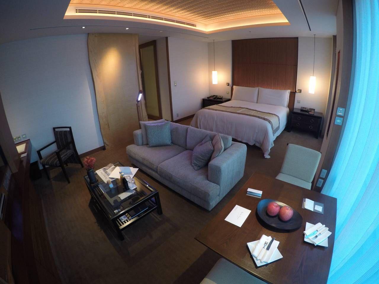 Ao lado da cabeceira da cama você tem um controle individual para  #079EC4 1280x960 Balança Banheiro Boa