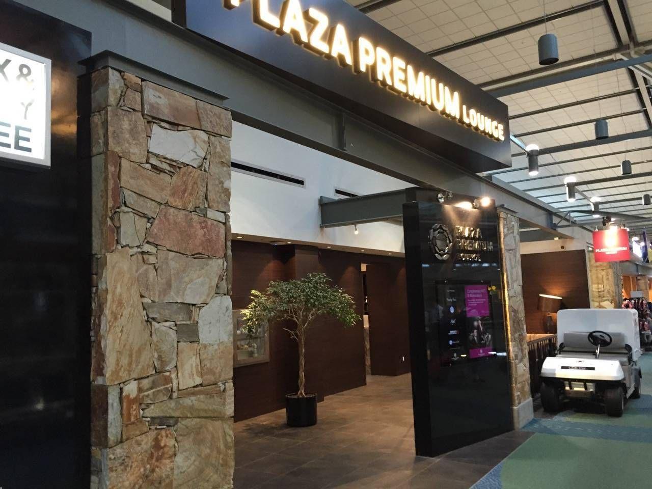 Plaza Premium Lounge Vancouver-01