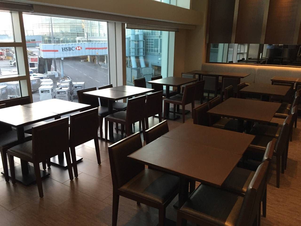 Plaza Premium Lounge Vancouver-010