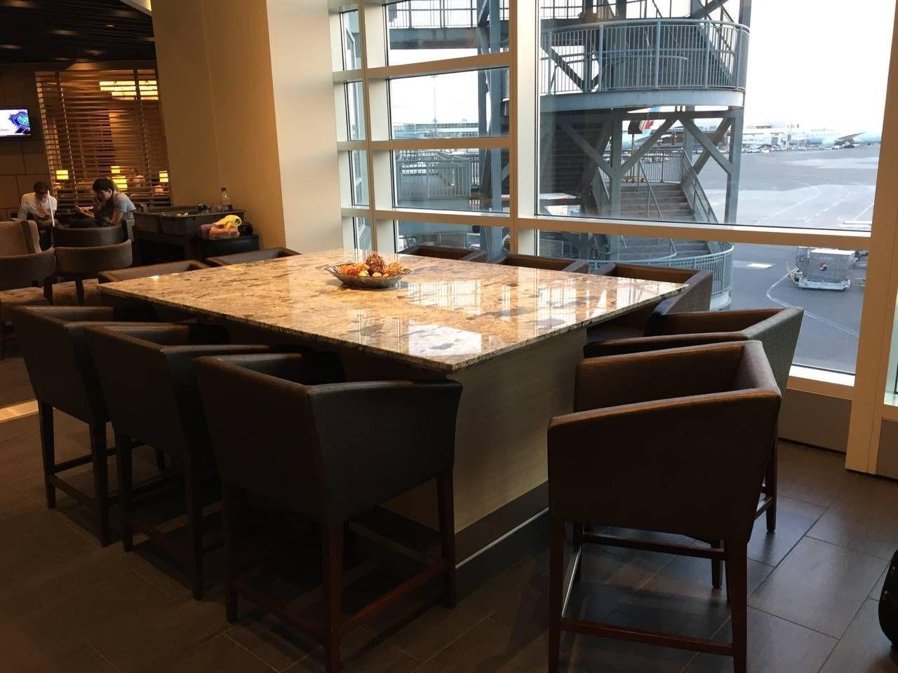 Plaza Premium Lounge Vancouver-018