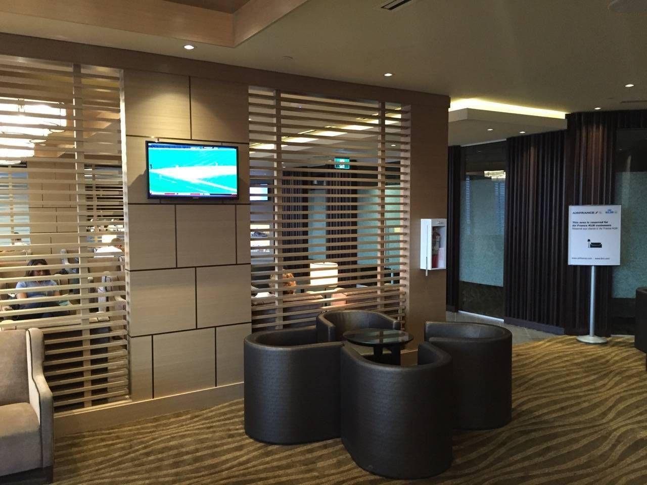Plaza Premium Lounge Vancouver-020