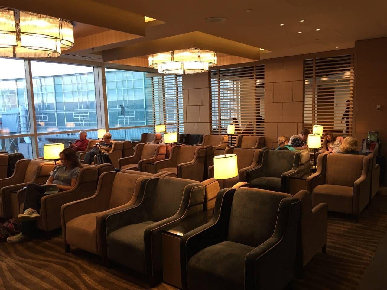 Plaza Premium Lounge Vancouver-03