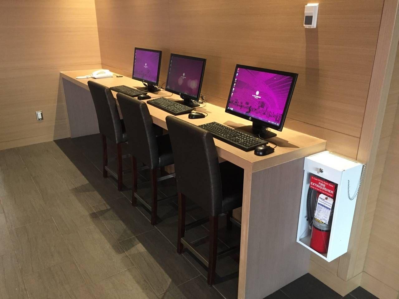 Plaza Premium Lounge Vancouver-05