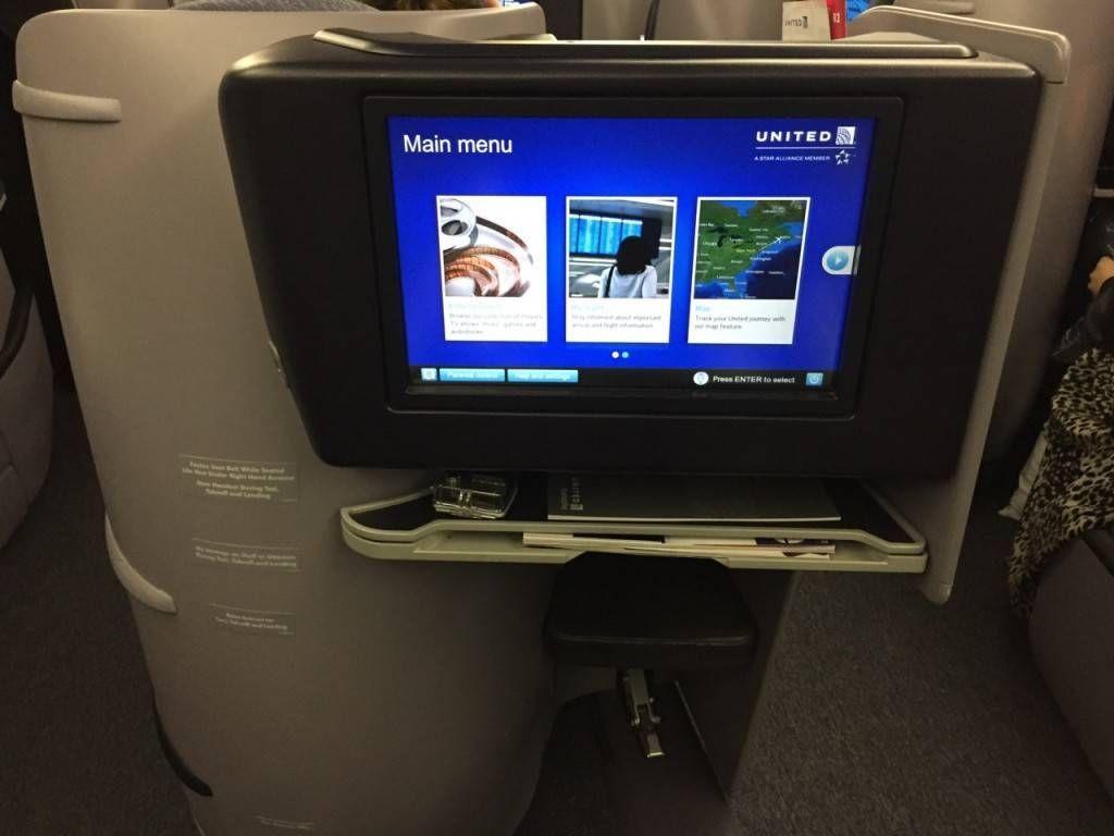 United B767-400ER BusinessFirst-07