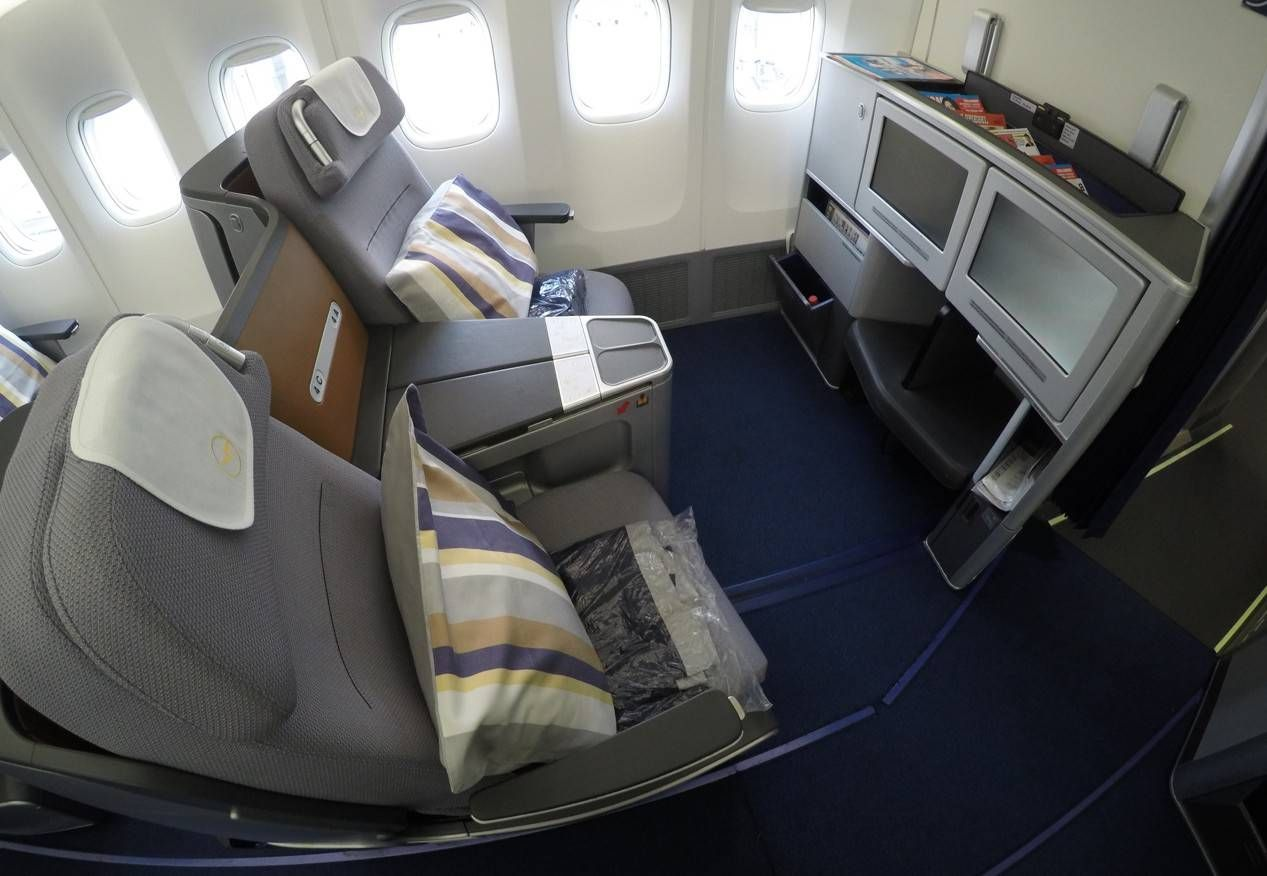 [Internacional] Lufthansa conclui programa de renovação de aeronaves Lufthansa-Business-Class-B747-8-0101-e1442405141191