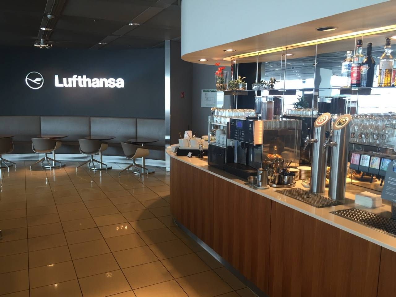 Lufthansa Senator Lounge Hamburg-012