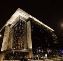 Hilton Barra oferece serviço de transporte gratuito para praias e shoppings da região