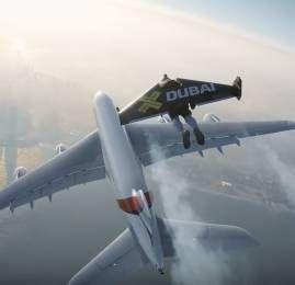 """Homem aposta """"corrida"""" com um A380 no ar"""