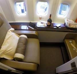 Primeira Classe da Garuda Indonesia no B777-300ER – Amsterdam para Londres