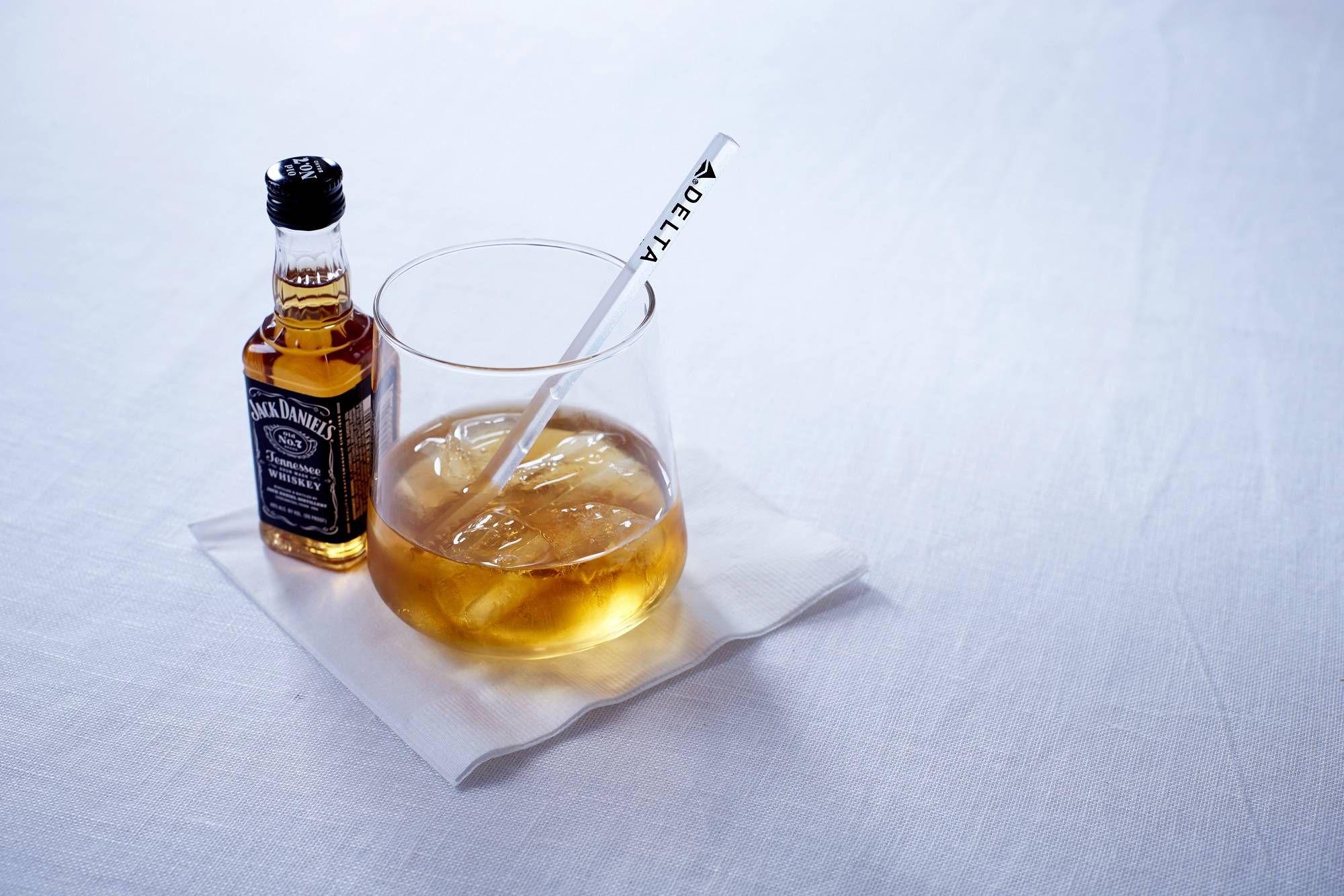 Delta terá novos drinks à bordo para comemorar os 150 anos da Jack Daniel's