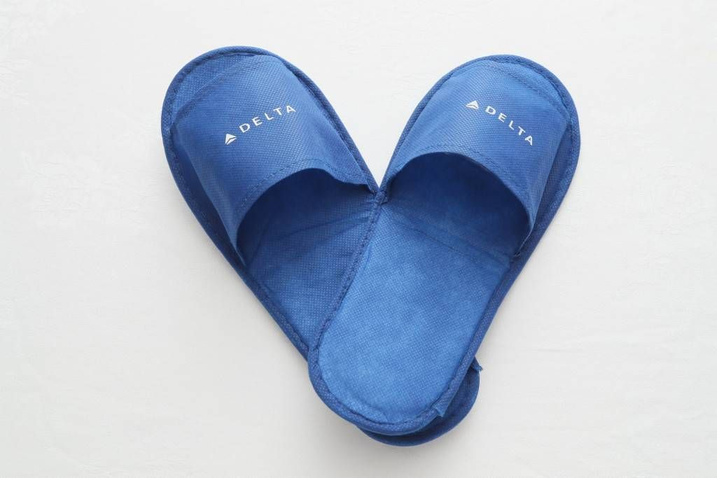 slippers on Japan-US flights