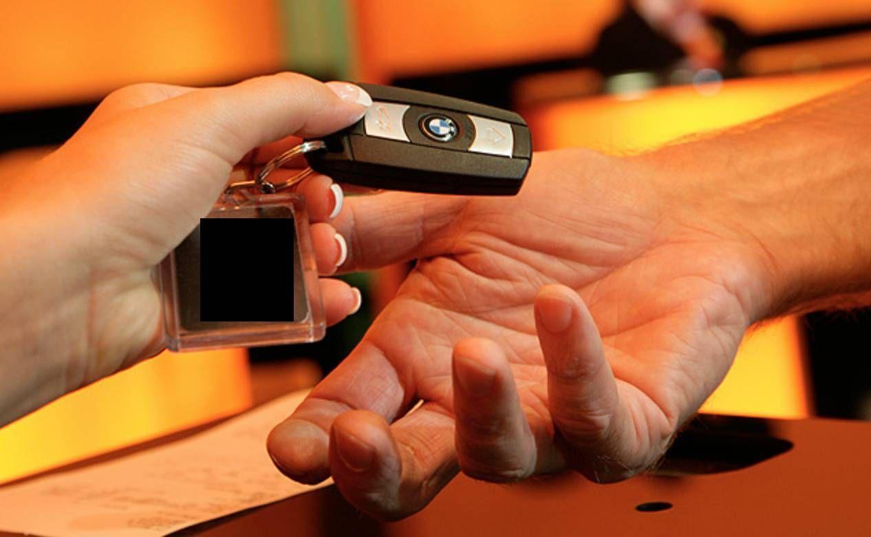Aluguel de carro no exterior – usar o seguro do cartão de crédito ou da locadora?