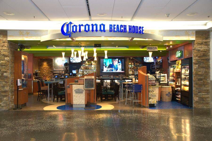 Portadores do Priority Pass e Lounge Key podem comer e beber de graça* (até U$30) no bar Corona Beach House no aeroporto de Miami
