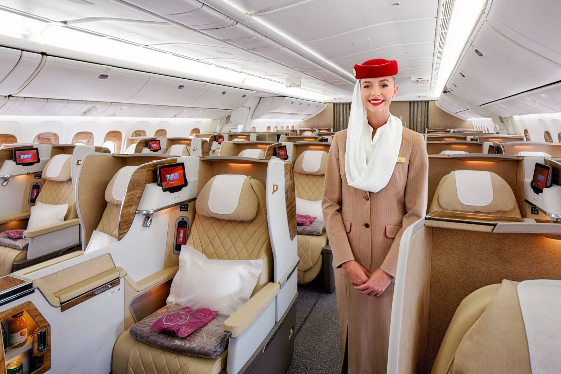 Emirates apresenta sua nova classe executiva no B777-200LR e Brasil pode estar na lista para receber o novo interior