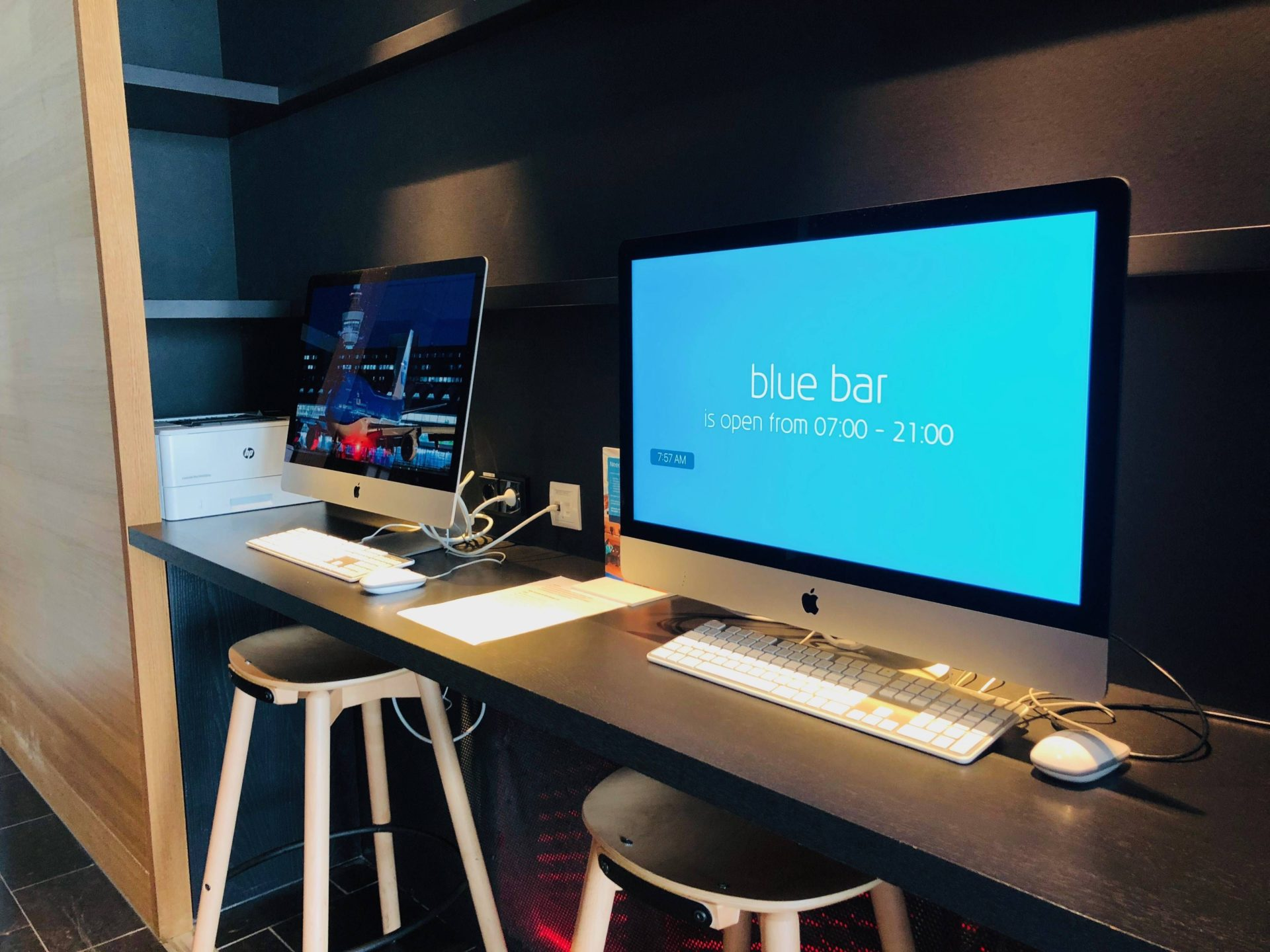 KLM Crown Lounge iMacs