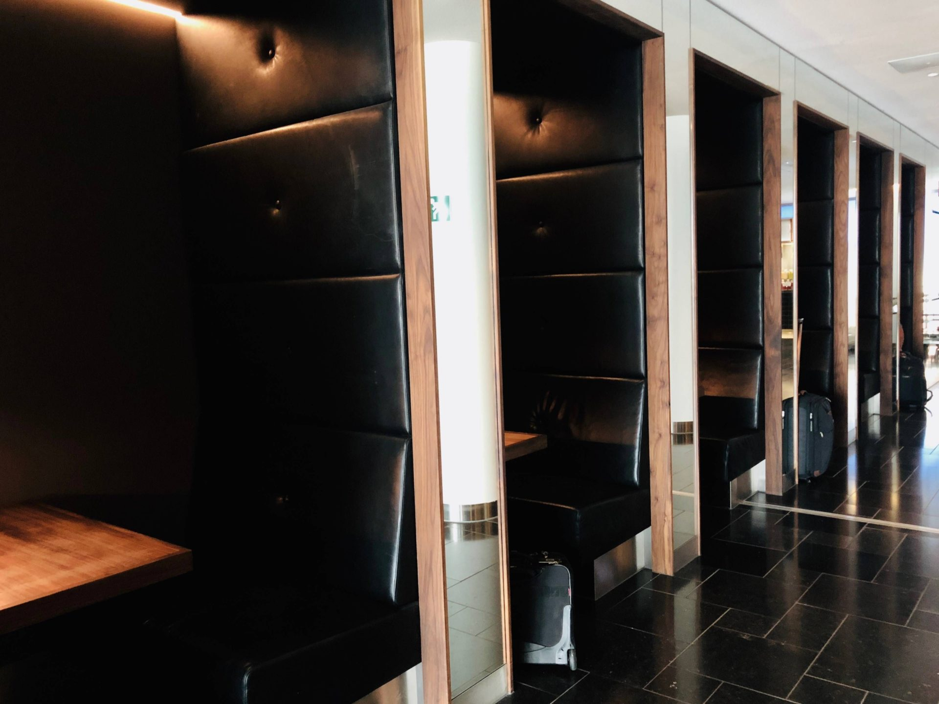 KLM Crown Lounge Work Station